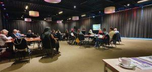 zaal met deelnemers aan de themabijeenkomst